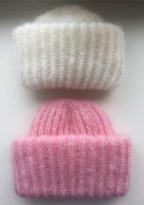 Маленькие шапочки из мохера