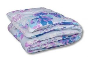 Одеяло набито полиэстером
