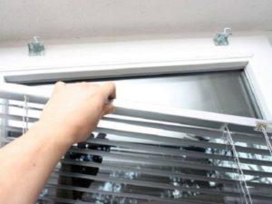 Как снять горизонтальные алюминиевые жалюзи