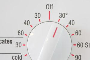 При какой температуре стирать шёлк
