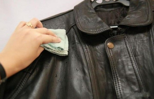 Протирание куртки из кожзаменителя