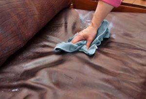 Мойка дивана из кожзаменителя
