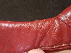 Обувь с потресканным кожзаменителем