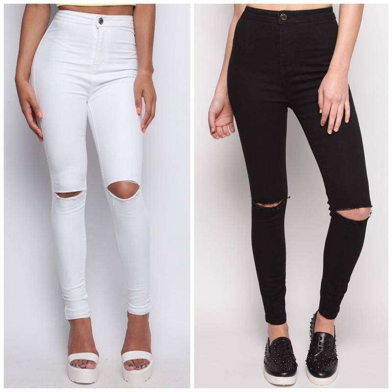Черные и белые джинсы с дырками