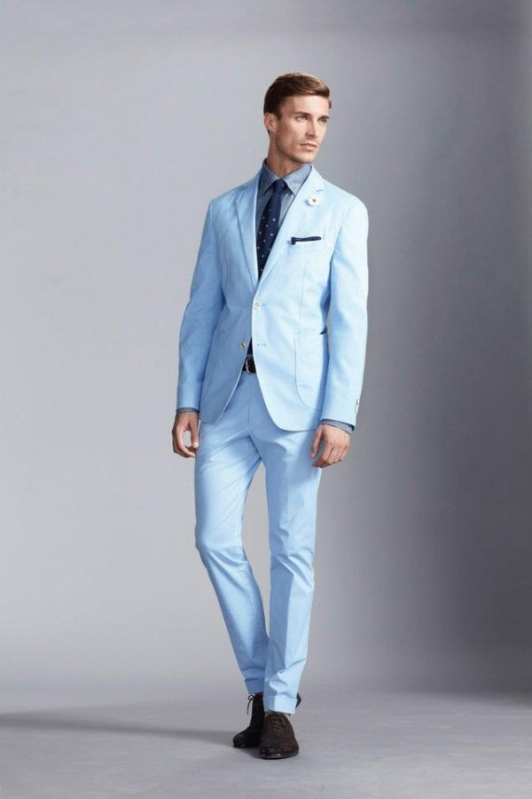 Светлый костюм
