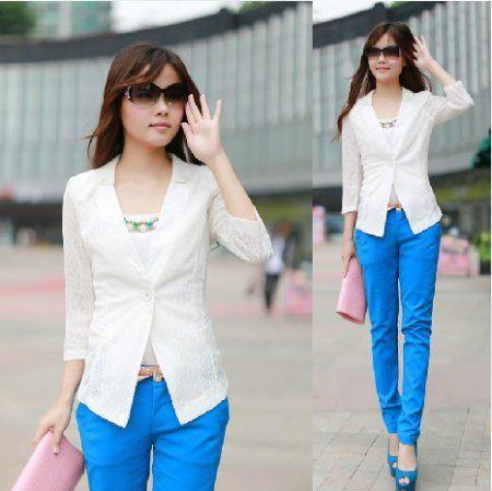 Белый жакет с синими брюками