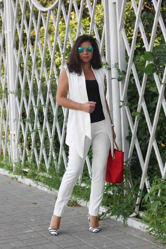Белый жакет и брюки