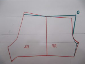 На задней половинке по линии шага добавляют 1.5 см