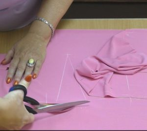 Раскрой розовой ткани