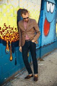 Необычный образ с мужским коричневым пиджаком