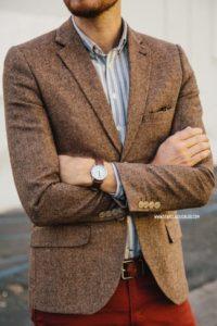 Стильный образ с мужским коричневым пиджаком