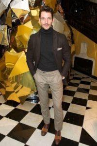 Коричневый пиджак под укороченные штаны