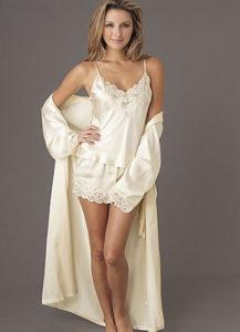 Атласная пижама с кружевом и халат
