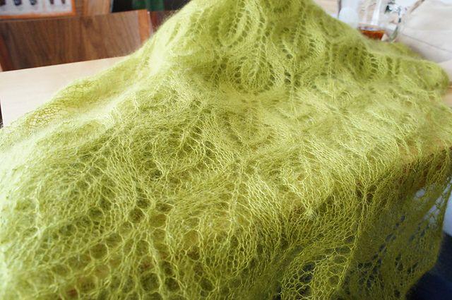 Ажурный шарф спицами
