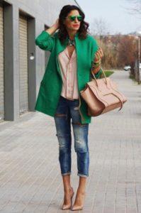 Джинсы и зеленый пиджак
