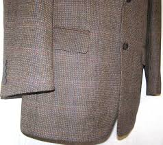 Карманы твидового пиджака