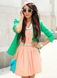 Нежный образ с платьем и зеленым пиджаком