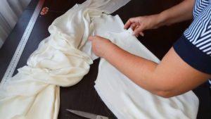 Процесс шитья пижамы из шёлка
