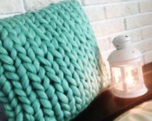 Подушка из шарфа