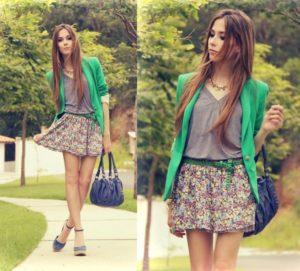 Романтический образ с зеленым пиджаком и юбкой