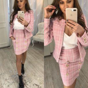 Розовый твидовый пиджак