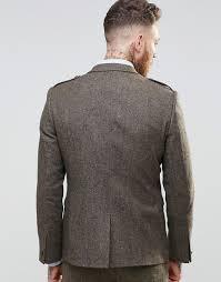 Шлица в твидовом пиджаке