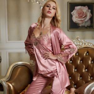 Шёлковая пижама украшенная узором