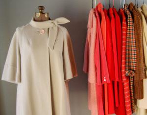 Старые пальто в шкафу
