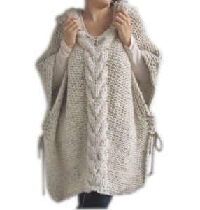 Вязаное пончо дает ощущение тепла и уюта