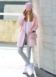 бледно-розовое пальто