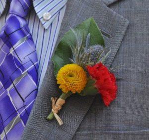 Бутоньерка из натуральных цветов