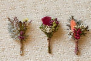 Бутоньерки из полевых цветов