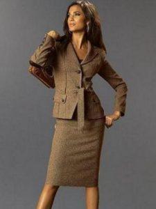 Деловой  женский коричневый пиджак