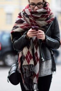 Косуха с объемным клетчатым шарфом
