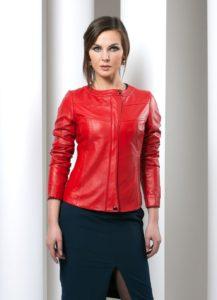 Ярко-красный кожаный пиджак