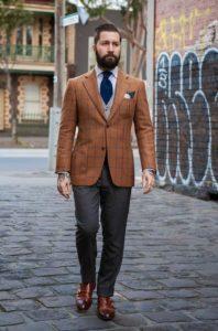 Мужской коричневый пиджак – воплощение элегантности