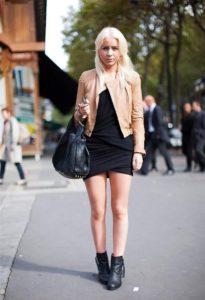 бежевая куртка с черной классикой