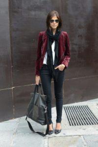 как женщинам носить бордовый пиджак