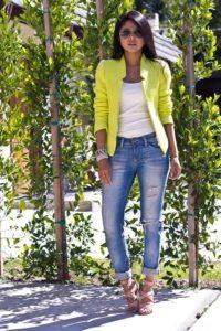 джинсы с желтым пиджаком