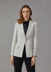 Женский пиджак с одной пуговицей