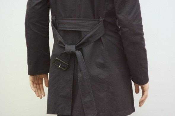 Завязывание пояса на пальто