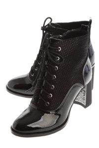 Чёрные лаковые ботинки