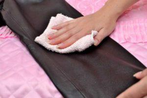 Для высыхания промокните куртку махровым полотенцем