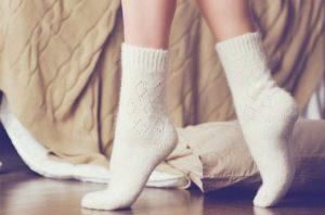 теплые носки кремового цвета