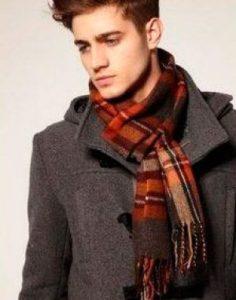 завязать шарф на мужском пальто
