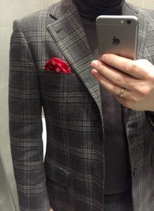 Красный платок под клетчатый пиджак