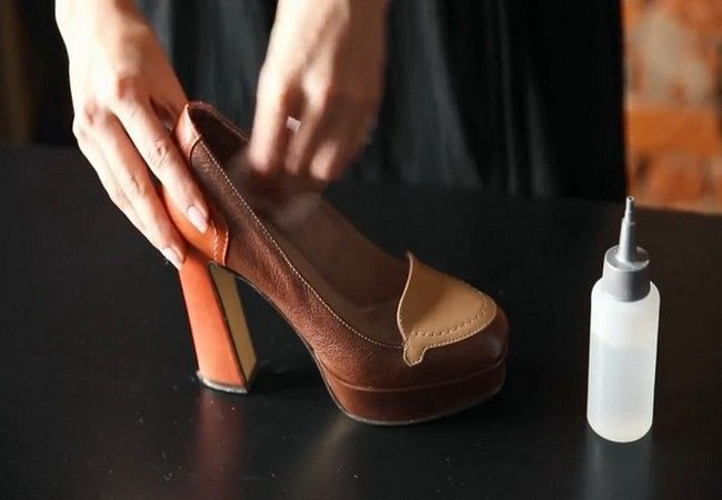 Смочить туфли водой изнутри