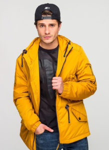 Образ с мужской жёлтой курткой