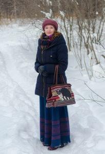 Повседневный образ с длинной юбкой и пуховиком