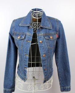 Растягиване джинсовой куртки